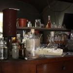 Flaschen und Gläser zur Destillation