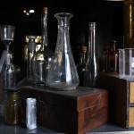 Flaschen im Regal